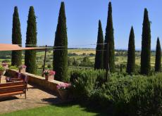 Elegant hilltop Tuscan retreat, 6km from sea