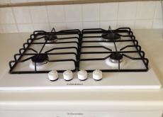 ELECTROLUX FAN OVEN AND GAS HOB (WHITE) - £35