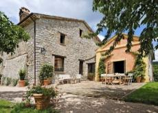 Stunning Umbrian Villa sleeping 8, golf & pool