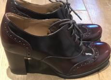 Clarks Pre-owned womens Burgundy/red brogues