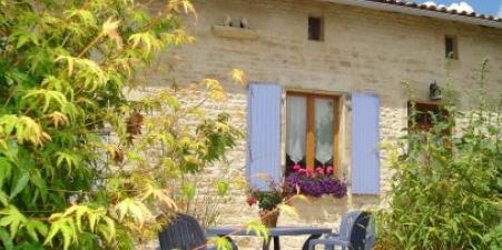 COTTAGE ,HEATED POOL, PLAYBARN ,WALLED GARDENS.