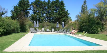 Provence farmhouse, pool & tennis court, sleeps 16