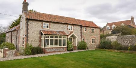 Gorgeous detached  cottage overlooking marsh & sea