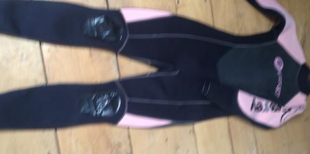 Osprey OSX pink and black ladies wetsuit