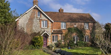 Secluded period farmhouse on top of South Downs